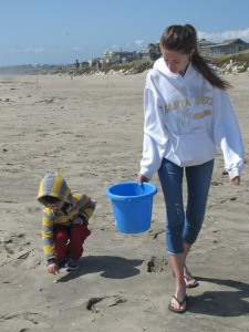 Mariano and Rebecca looking for shells